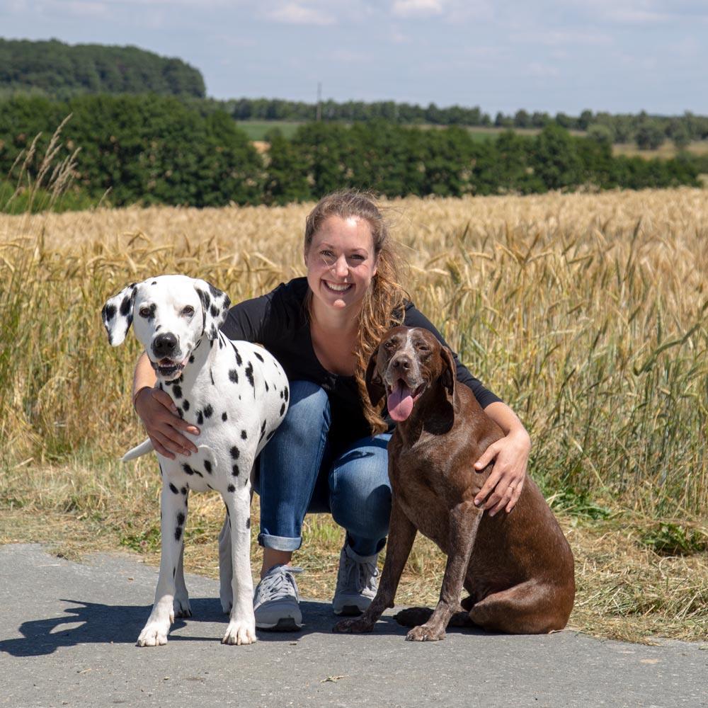 Hundepsychologin Ann-Sophie mit Hunden